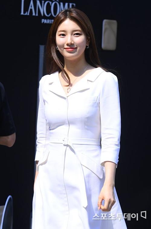 Ngay khi vừa xuất hiện, vẻ đẹp rạng rỡ của Suzy đãthu hút mọi sự chú ý.