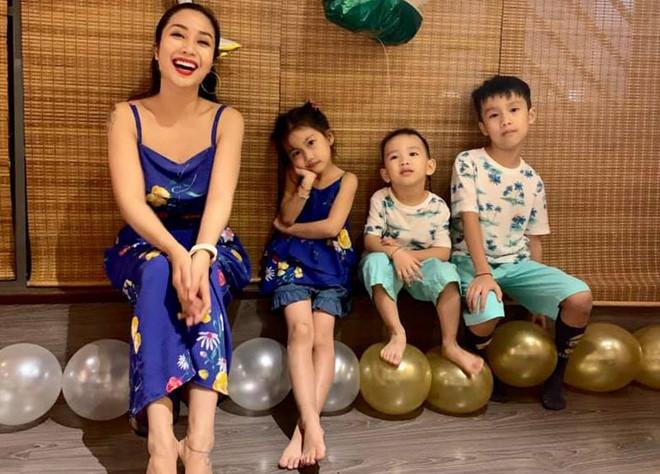 <p> Ốc Thanh Vân đăng hình chụp cùng ba con. Cô tiết lộ sẽ dành cả ngày 1/6 để chăm sóc và đưa các con đi chơi.</p>