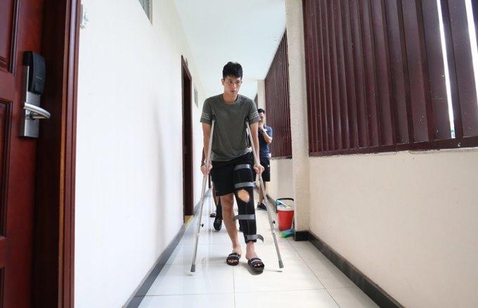 <p> Dính chấn thương trước ngày hội quân cùng ĐTVN, trung vệ Trần Đình Trọng không thể tham dự King's Cup 2019.</p>