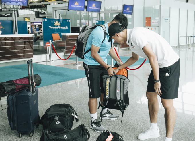 """<p> Đội tuyển sẽ đi trên chuyến bay từ Hà Nội đến Bangkok lúc 15h55. Dự kiến thời gian bay là 1 giờ 55 phút.Thái Lan sẽ chạm trán Việt Nam vào 19h30 ngày 5/6 ở trận ra quân King's Cup - giải giao hữu được tổ chức ở tỉnh Buriram.</p> <p style=""""text-align:right;""""> </p>"""