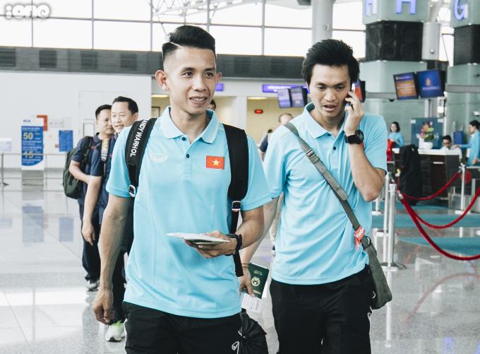 <p> Sau thời gian dài nghỉ thi đấu để điều trị chấn thương, tiền vệ Tuấn Anh (phải) được HLV Park Hang-seo triệu tập lên đội tuyển Việt Nam để tham dự King's Cup.</p> <p> </p>