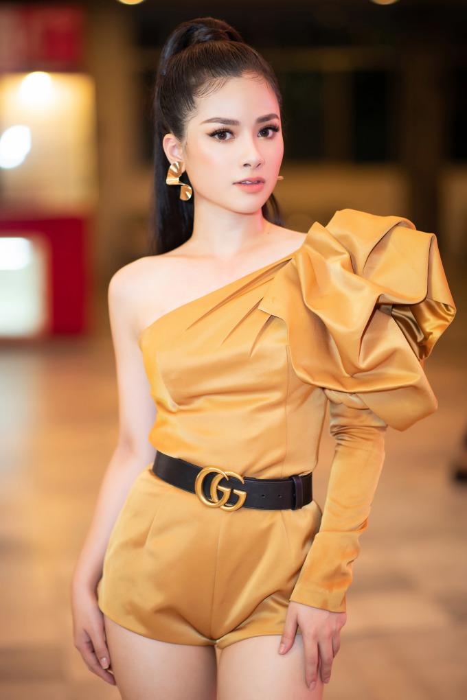 <p> Dương Hoàng Yến tiết lộ, sau bản hit 30 triệu views, cô liên tục nhận được lời mời tham dự các sự kiện âm nhạc – giải trí khắp cả nước và hải ngoại.<em>Không phải em đúng không 2</em> đang được sản xuất gấp rút và sẽ ra mắt trong thời gian gần nhất.</p>