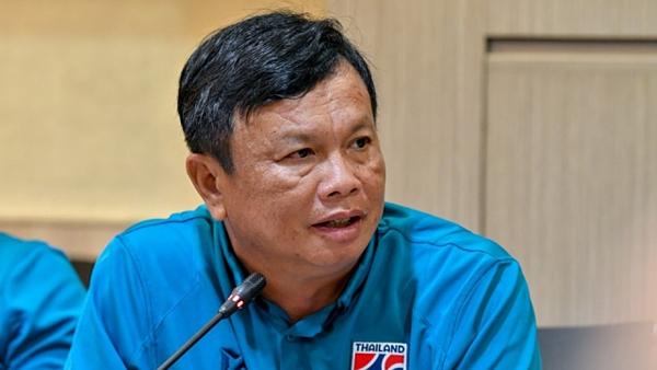 HLV trưởng ĐT Thái Lan, ông Sirisak.