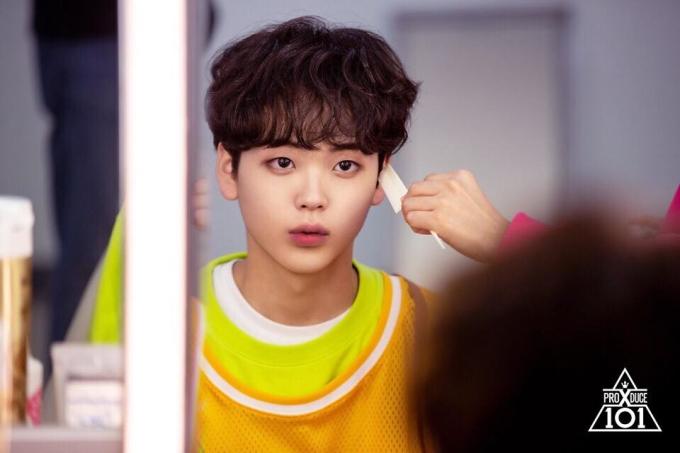 <p> Song Hyung Jun ''đốn tim'' các noona fan bằng vẻ ngoài đáng yêu như nhân vật trong manga.</p>