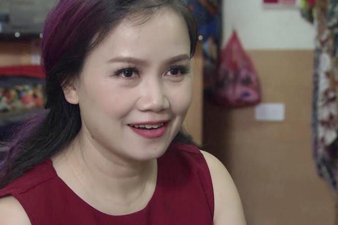 """<p> Vai Xuyến trong<a href=""""https://ione.vnexpress.net/tin-tuc/phim/vietnam/co-xuyen-ve-nha-di-con-chong-treu-toi-vi-khong-chinh-phuc-noi-ong-son-trong-phim-3925709.html"""" rel=""""nofollow""""> <em>Về nhà đi co</em>n </a>- bộ phim tình cảm gia đình do VFC thực hiện được giao cho diễn viên Hoàng Yến.Cô nhận vai sau thời gian dài nghỉ đóng phim truyền hình để chăm sóc con cái và kinh doanh riêng.<br /><br /> Cô Xuyến trong phim có bốn đời chồng. Cô gặp được người hàng xóm tốt bụng là ông Sơn (NSƯT Trung Anh). Cảm mến người đàn ông lương thiện, chịu thương chịu khó, một mình nuôi ba đứa con sau khi vợ qua đời, Xuyến dần có cảm tình với ông. Tuy nhiên, hành trình chinh phục tình yêu, Xuyến không nhận được sự ủng hộ từ Thư (Bảo Thanh đóng) - con gái thứ hai của ông Sơn.</p>"""