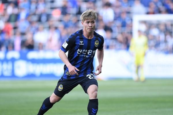 Công Phượng trong màu áo Incheon United.