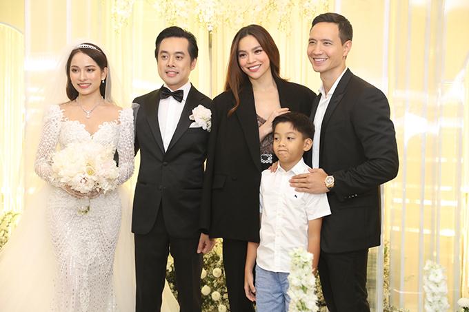 <p> Hồ Ngọc Hà - Kim Lý dẫn theo bé Subeo mừng hạnh phúc vợ chồng Dương Khắc Linh.</p>