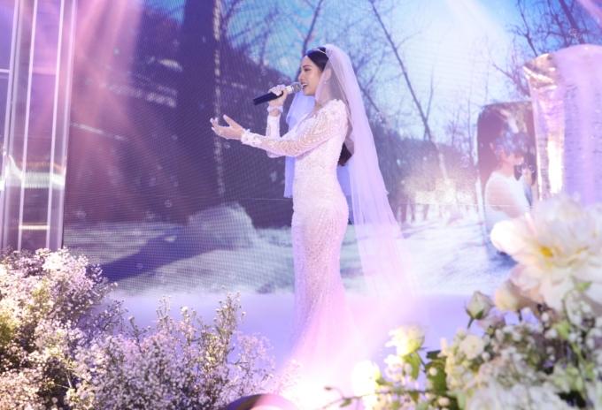 <p> Sara Lưu cất giọng ngọt ngào trên tiếng đàn piano du dương của Dương Khắc Linh.</p>