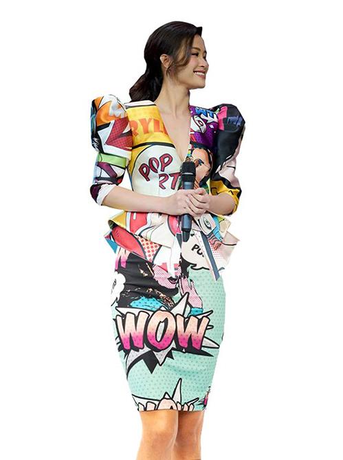 Nhiều fan đua nhau đưa ra những phương án chữa cháy để người đẹp có bộ cánh đẹp mắt hơn. Với áo dáng xòe, Đông Nhi nên kết hợp cùng phần dưới có độ ôm để tạo nên sự đối lập. Một chiếc chân váy bút chì chung họa tiết pop art là lựa chọn được nhiều fan ủng hộ.