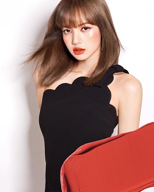 Layout makeup tông cam rực rỡ, nổi bần bật như Lisa (Black Pink) cũng là gợi ý làm đẹp cho các nàng sành điệu, trendy.