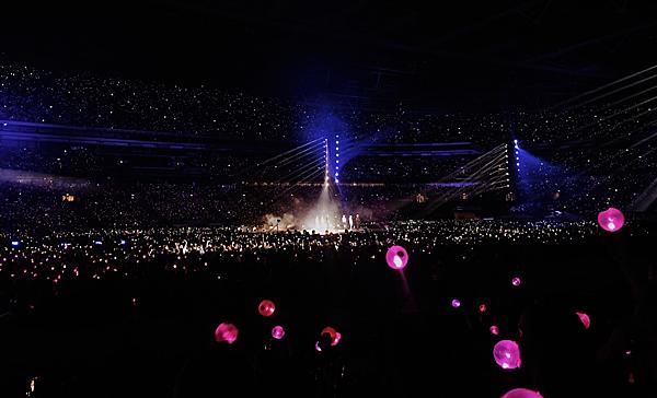Có khoảng 60.000 fan tham dự mỗi đêm diễn.