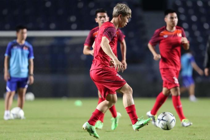 <p> Tiền đạo Nguyễn Công Phượng xuất hiện trên sân tập khi vừa kết thúc hợp đồng trước thời hạn với CLB Incheon United hôm 2/6.</p>