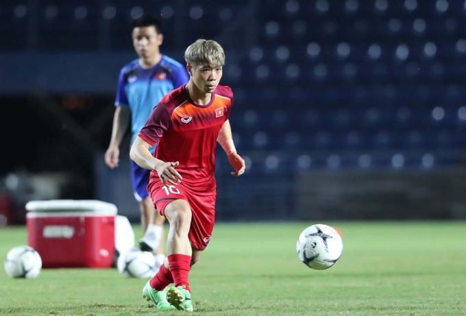 <p> Suốt thời gian thi đấu trong màu áo củaCLB Incheon United, Công Phượng chưa có nhiều cơ hội tỏa sáng. Anh là cầu thủ được khen về lối chơi kỹ thuật. Sự trở lại trong màu áo của tuyển Quốc gia Việt Nam sau một thời gian khá dài này đang được người hâm mộ chờ đợi.</p>