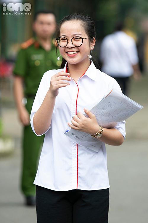 Thí sinh Hà Nội rạng rỡ, phấn khởi sau bài thi tiếng Anh vào lớp 10 - 2