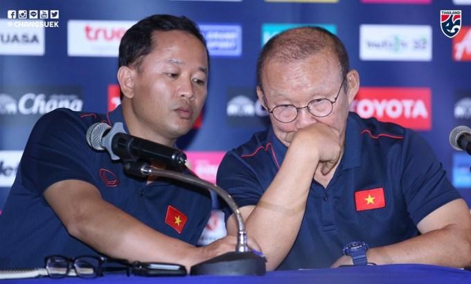 <p> Chiều 4/6, HLV Park Hang-seo cùng đội trưởng Quế Ngọc Hải tham gia buổi họp báo trước khi King's Cup 2019 khởi tranh (5/6) tại Thái Lan.Ảnh: Chang Suek.</p>
