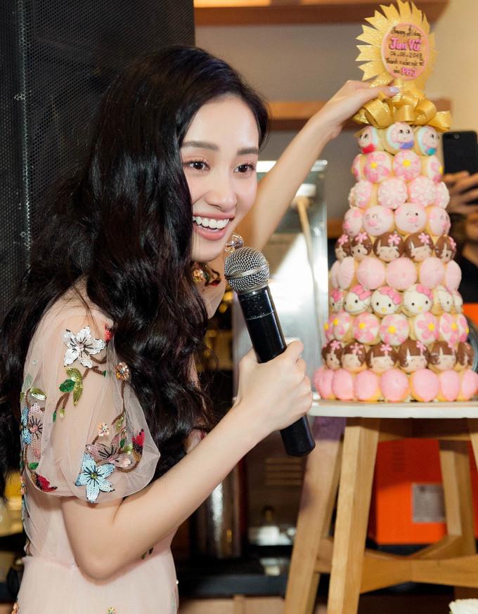 <p> Fan chuẩn bị nhiều món quà để mừng sinh nhật Jun Vũ.</p>