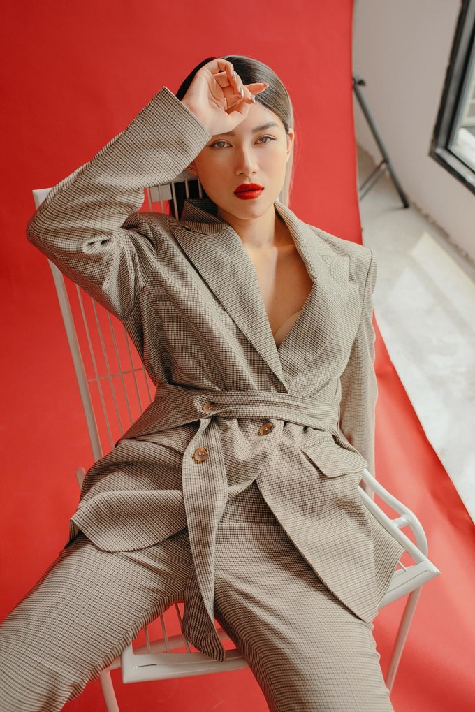 <p> Ngọc Thanh Tâm diện mẫu vest phá cách toát lên vẻ cá tính.</p>