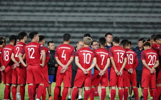 <p> HLV Park Hang-seo triệu tập 23 cầu thủ, dặn dò trước khi khởi động.</p>
