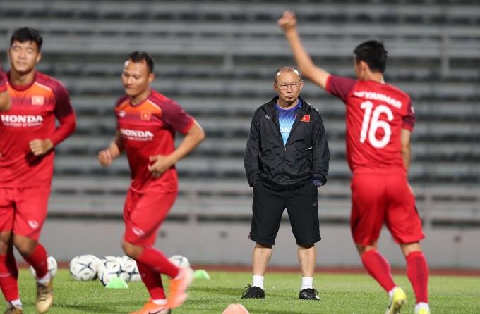 <p> HLV Park Hang-seo vẫn luôn theo sát các học trò để nhắc nhở. Hiện tại các cầu thủ đều có sức khỏe tốt, sẵn sàng ra sân thi đấu.</p>