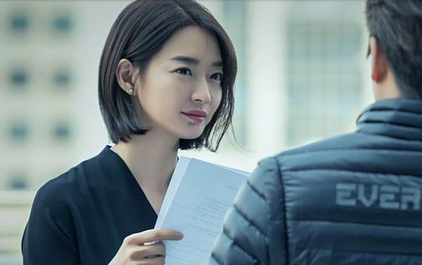 Lộ tạo hình nữ chính trị gia của Shin Min Ah trong drama mới - 1