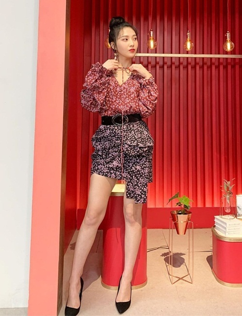 Joy (Red Velvet) có phong cách và thần thái ngày càng quyến rũ.