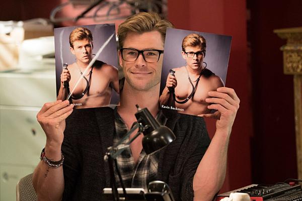 Ghostbusters đánh dấu sự trở lại của Chris Hemsworth với thể loại hài.