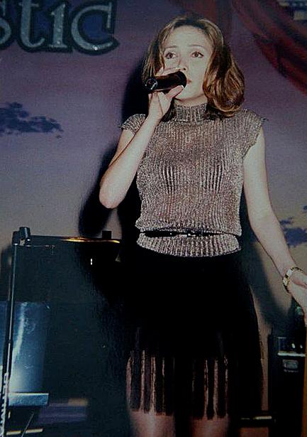 Thanh Hà với vẻ ngoài lai Tây được nhiều người chú ý. Trước khi trở thành ca sĩ, cô từng làm nhiều nghề khác nhau để kiếm sống. Nhờ giọng hát nổi trội, cô được giới thiệu đi hát tại một số hộp đêm trước khi đầu quân cho Trung tâm băng đĩa Thúy Nga.