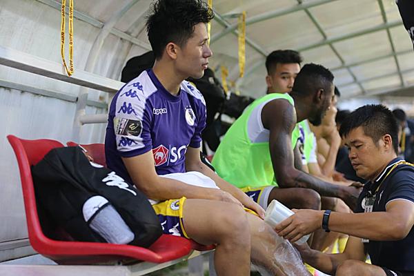 Đình Trọng buồn bã trên băng ghế, trung vệ thép chính thức nói lời chia tay V-league 2019.