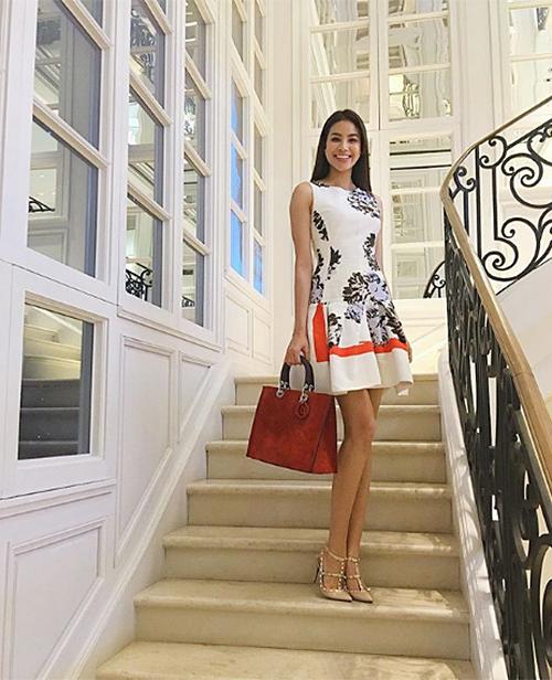 Chiếc túi màu cam da lộn Dior Grand Sac Diorissimo giá hơn 110 triệu