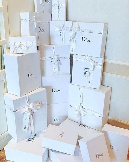 Chiến tích sắm túi Dior từng được người đẹp khoe với người hâm mộ.