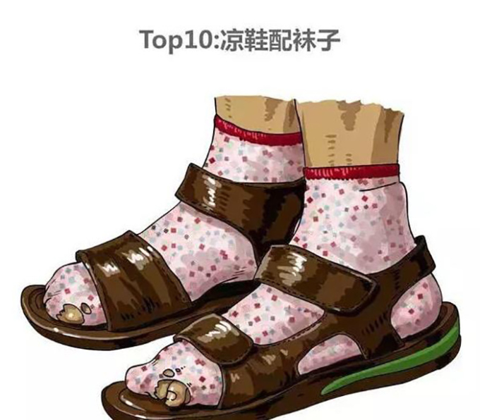 """<p> Kiểu 10: Đi tất + dép sandal<br /> Phong cách ăn mặc này bị nhận xét có phần """"dị"""" và thiếu thẩm mỹ.</p>"""