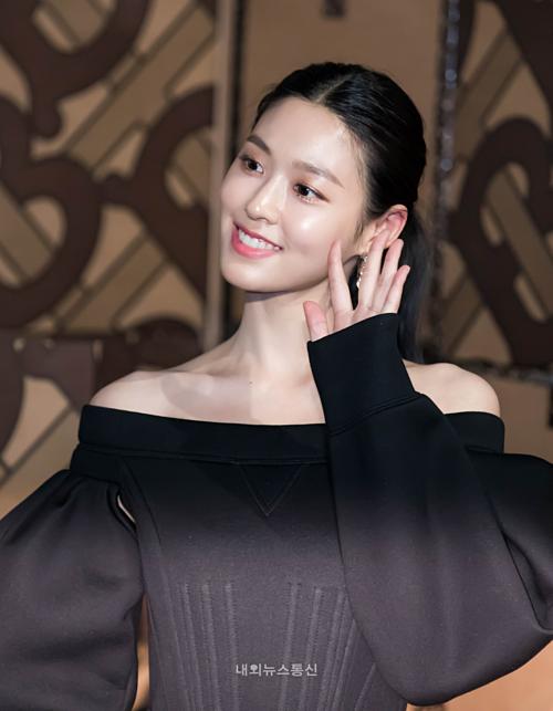 Seol Hyun (AOA) chiếm spotlight của Hyuna tại sự kiệnnhờ nhan sắc xinh đẹp, thần thái tự tin.