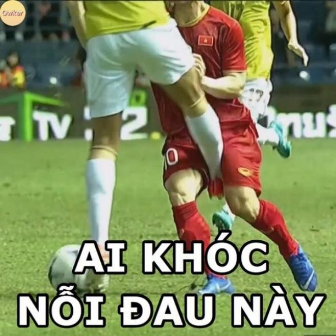 """Công Phượng cũng là """"nạn nhân"""" của những trò """"chơi bẩn"""" của các cầu thủ Thái Lan."""