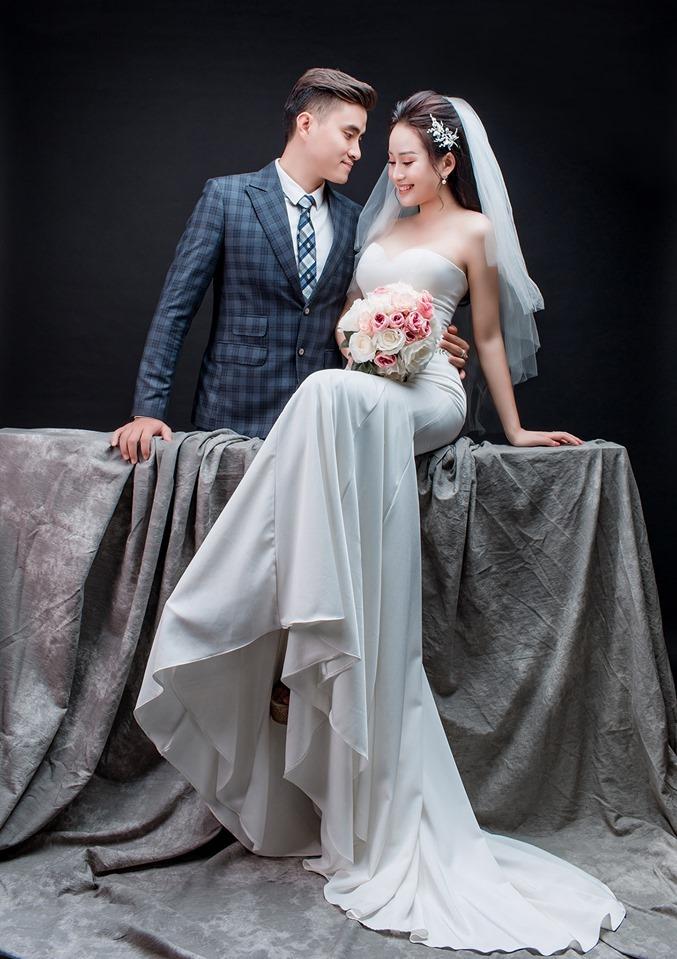 <p> Cặp đôi vừa tổ chức lễ dạm ngõ hôm 4/6, tiệc cưới sẽ diễn ra vào ngày 8/6 tại Hà Nội.</p>