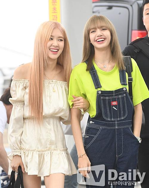 Bộ đôi em út của Black Pink, Rosé và Lisa.