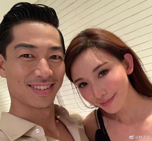 Lâm Chi Linh chụp ảnh cùng chồng mới cưới.