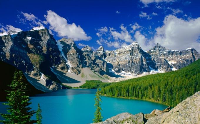 <p> <strong>BẠCH DƯƠNG:Dãy núi Rocky ở Canada</strong></p> <p> Vốn là kẻ liều lĩnh cầm đầu của hệ hoàng đạo, những địa điểm du lịch hoang dã với địa hình hiểm trở, thách thức sự gan dạ sẽ rất phù hợp với chú Cừu non nổi loạn này.</p> <p> Đến vớidãy Rocky hùng vĩ của Canada, Bạch Dương sẽ được hòa mình vào thiên nhiên, tham gia những chuyến leo núi vừa thú vị vừa có thể rèn luyện sức khỏe.</p>