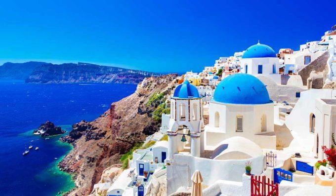 """<p> <strong>MA KẾT - Hy Lạp</strong></p> <p> Ma Kết vốn không phải là con người biết hưởng thụ cuộc sống, do quá cuồng công việc và hay suy nghĩ. Để có thể có được một kỳ nghỉ trọn vẹn, họ cần một nơi yên tĩnh, gần như rời xa cuộc sống hiện đại và các thiết bị công nghệ để có thể yên tâm an dưỡng.</p> <p> Santorini - Hòn đảo """"thiên thần"""" của Hy Lạp sẽ là điểm dừng chân hoàn hảo giúp các chú Dê cuồng công việc này hoàn toàn đắm mình vào kỳ nghỉ.</p>"""