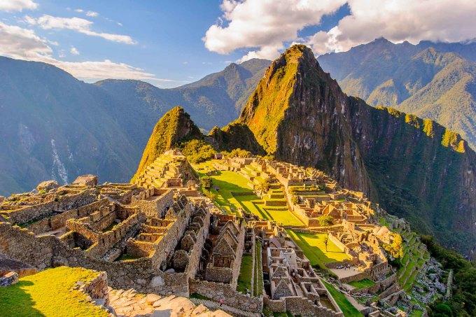 <p> <strong>BẢO BÌNH -Machu Picchu</strong></p> <p> Bảo Bình vốn là kẻ quái đản ham học hỏi, thích tìm tòi khám phá những vùng đất bí ẩn. Kể cả khi đi nghỉ, họ cũng vẫn không bỏ được cái tính hiếu kỳ bản năng.</p> <p> Machu Picchu sẽ là vùng đất lý tưởng có thể vừa thỏa trí tò mò vừa gây mãn nhãn cho các Bảo Bình với vẻ đẹp cổ đại ẩn chứa nhiều điều bí mật mà đến giờ chưa thể lý giải được. Di tích này còn được xếp trong bảy kỳ quan thế giới mới, là nơi thích hợp với những ai đam mê văn hóa, khảo cổ.</p>