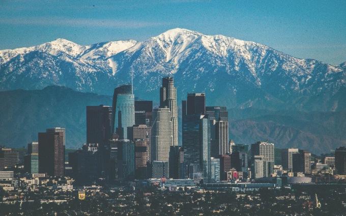 """<p> <strong>SONG TỬ - Los Angeles, Mỹ</strong></p> <p> Song Tử thích giao tiếp, kết bạn khắp nơi và ham vui. Do vậy, một nơi ồn ào, náo nhiệt và sôi động như Los Angeles sẽ khiến các Song Tử hài lòng.</p> <p> Đặc biệt, người dân nơi đây cũng rất thân thiện và cởi mở trong việc trò chuyện, giao lưu. Nếu là tín đồ của shopping, Song Tử cũng sẽ rất thỏa mãn khi lạc vào các trung tâm mua sắm rộng lớn bậc nhất thế giới tại """"thành phố của những thiên thần"""" này.</p>"""