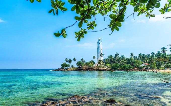 """<p> <strong>SƯ TỬ - Sri Lanka</strong></p> <p> Với một người ưa sự sang chảnh và thích ánh nắng mặt trời như Sư Tử, việc nằm phơi mình ở một bãi biển tuyệt đẹp với khung cảnh hoa mỹ tại một quốc gia ở Nam Á sẽ là sự lựa chọn hợp lý.</p> <p> Chúa tể sơn lâm sẽ cảm thấy thoải mái như ở nhà khi được đắm mình trong cát vàng, biển xanh, những đồi chè ngút ngàn và thưởng thức món cà-ri ngon tuyệt của xứ sở được mệnh danh là """"Hòn ngọc Ấn Độ Dương"""".</p>"""