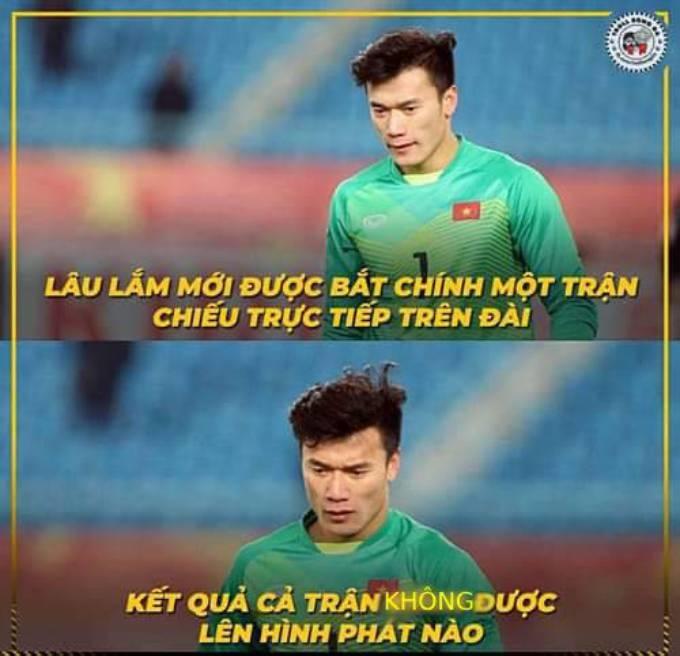 """<p> Tuy nhiên, do cầu thủ U23 Việt Nam liên tục tấn công về phía khung thành Myanmar nên nửa sân phía Tiến Dũng bị """"bơ đẹp"""".</p>"""