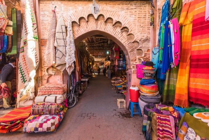 <p> <strong>BÒ CẠP -Morocco</strong></p> <p> Một con người đa nghi và hay cẩn trọng như Bò Cạp cần phải phá bỏ những hoài nghi trong mình, bứt ra khỏi vùng an toàn của bản thân và tìm về với những vùng đất hoang sơ, tự nhiên để giải thoát cho tâm hồn và tìm lại sự thanh thản bên trong.</p> <p> Và để làm được điều này, họ cần thử thách bản thân với những điều mới mẻ như làm một chuyến du lịch bụi đến những đất nước có nền văn hóa đa dạng, đơn sơ và bí ẩn nhưMorocco, Mông Cổ...</p>