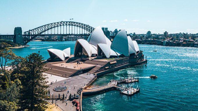 <p> <strong>NHÂN MÃ - Australia</strong></p> <p> Nhân Mã vốn thích các hoạt động ngoài trời, thích những nơi đông đúc và giao lưu văn hóa. Một đất nước đa dạng với các môn thể thao dưới nước và hội nhập nhiều nền văn hóa khác nhau trên thế giới như Australia sẽ là địa điểm lý tưởng cho các chú Ngựa hoang thỏa sức vui chơi.</p>