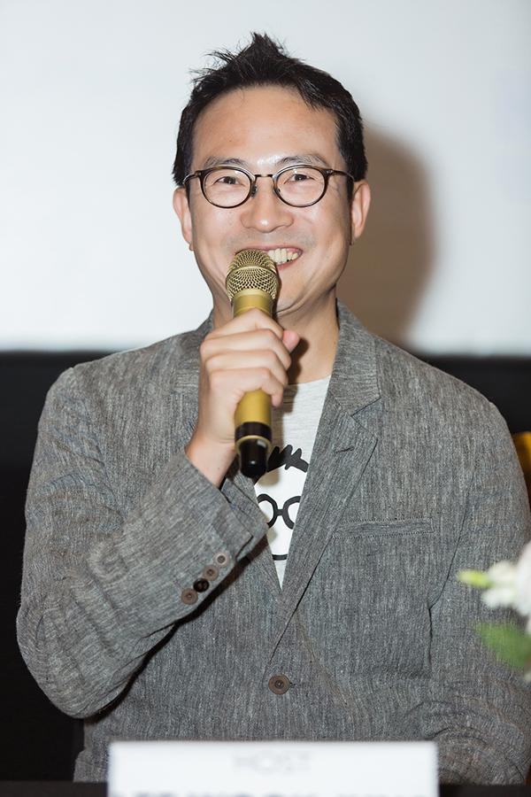 <p> Đầu bếp Lee Wook Jung hào hứng khi được làm việc với các nghệ sĩ nổi tiếng Việt Nam dù còn bất đồng ngôn ngữ.</p>