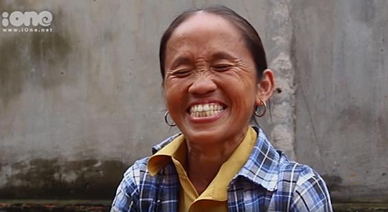 Bà Tân vui mừng khi được bác Google bật kiếm tiền.