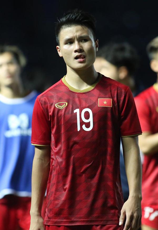 <p> Quang Hải có một trận đấu nhiều nỗ lực.</p>