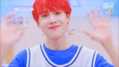 Mái tóc đỏ giúp Eun Sang nổi bật so với những thí sinh khác trong chương trình. Anh chàng ghi điểm bằng sự chăm chỉ, đáng yêu.