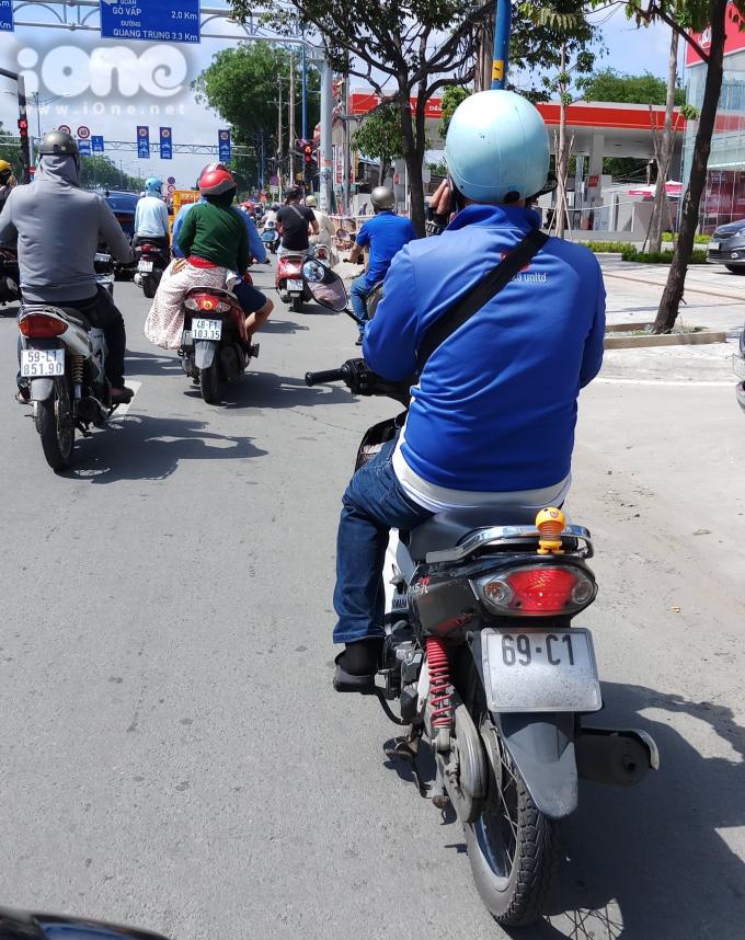 <p> Khi đi trên đường bạn sẽ bắt gặp nhiều hình ảnh thú nhún được trang trí ở đuôi xe máy...</p>
