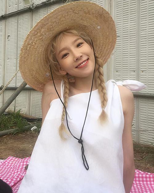 Ở độ tuổi 30 nhưng Taeyeon bao giờ cũng cho thấy hình ảnh trẻ trung, năng động. Với kiểu thắt bím 2 bên